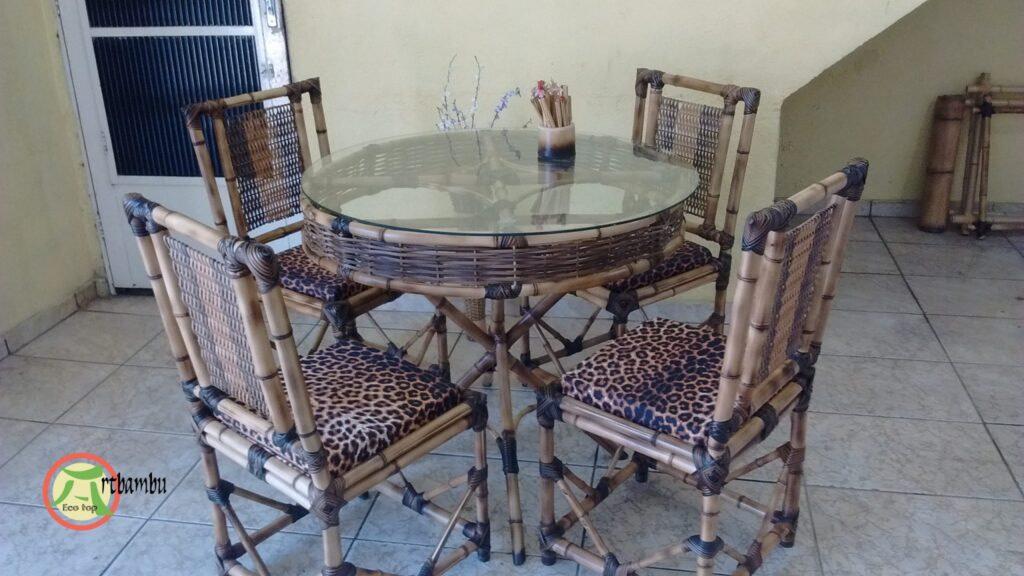 You are currently viewing Mesa de bambu com borda trançada decorativa