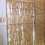divisória de bambu coberta com palha