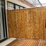 divisória de ambiente feita de bambu