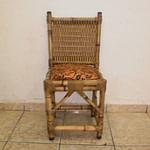 cadeira de bambu com trama no encosto