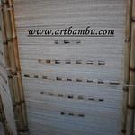 Biombo de bambu coberto com palha