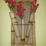 decoração com bambu e flores