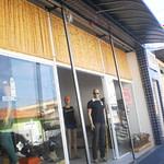 decoração com bambu em loja