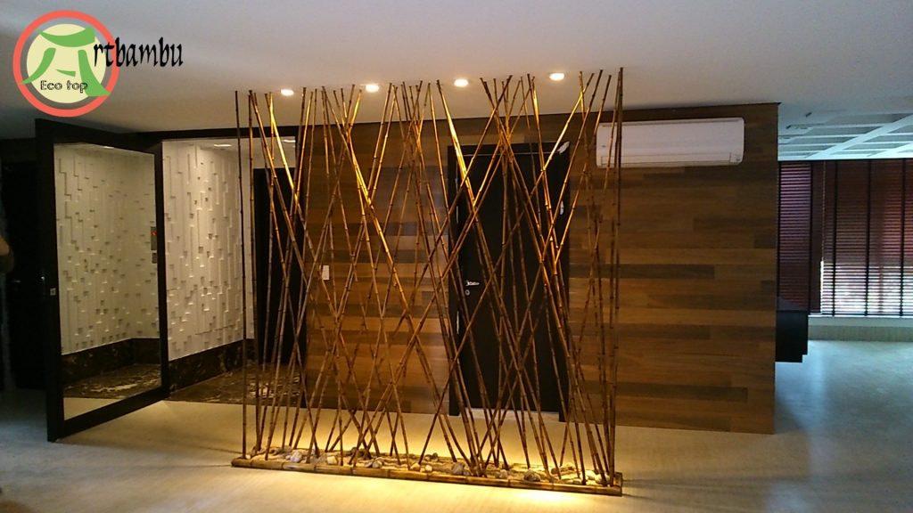 como dividir a sala com bambu