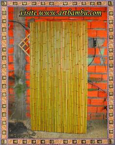 Divisória de bambu para sala é uma boa ideia de decoração.