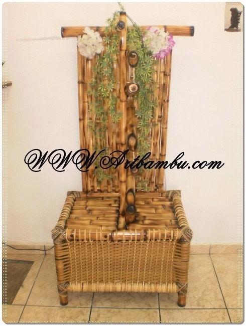 Fonte de bambu ornamental com base para plantas e revistas