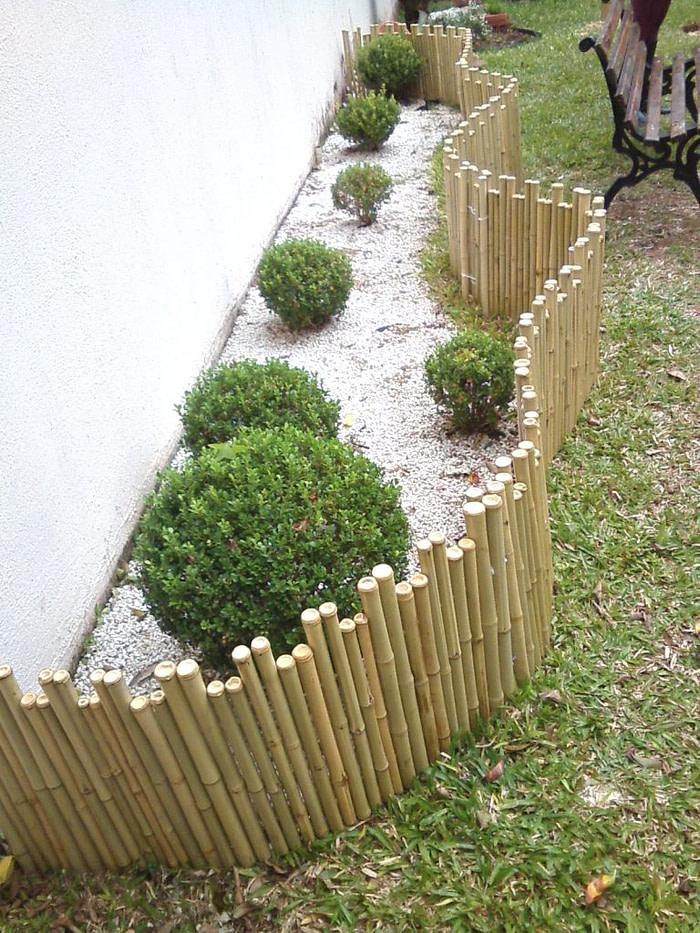 Cerca de bambu em forma de castelinho